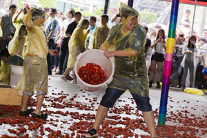 Uncivilized behavior mars holiday[1]- Chinadaily.com.cn