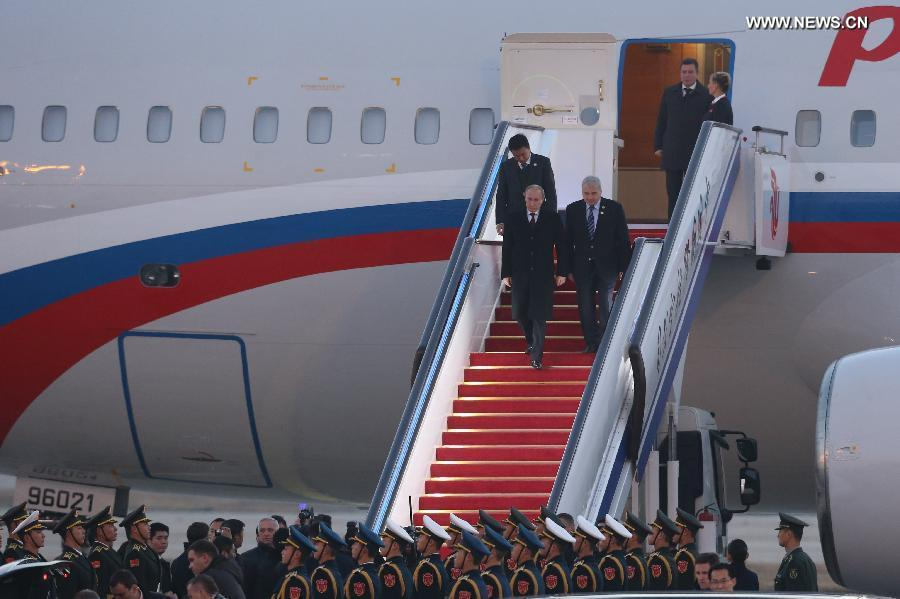 Putin arrives in Beijing for APEC meeting