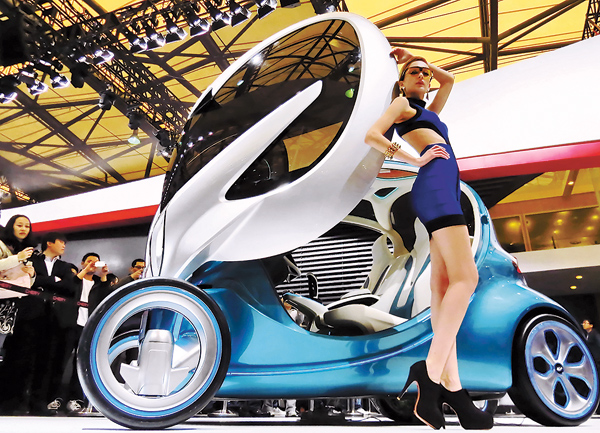 Shanghai auto show may shut door on model girls