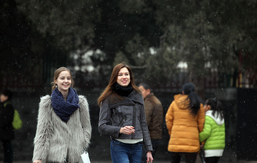 Beijing sees first winter snow amid heavy smog