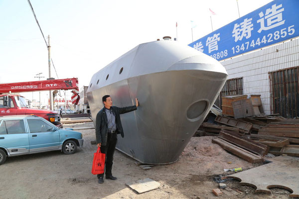 Inventor builds homemade submarine - China - Chinadaily.com.cn on gunboat plans, homemade rvs from bus, homemade backhoe, duck boat plans, homemade duck boat blinds, type xxi u-boat plans, moonshine still plans, homemade tank, homemade swimming ponds, homemade boat windshield, homemade campers, periscope plans,