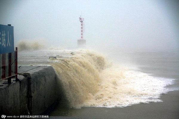 Typhoon Linfa makes landfall in Guangdong, disrupting normal life
