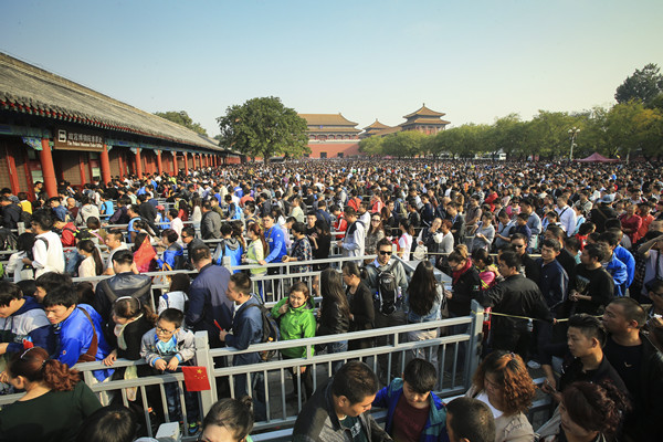 Palace Museum's crackdown takes aim at visitor misbehavior