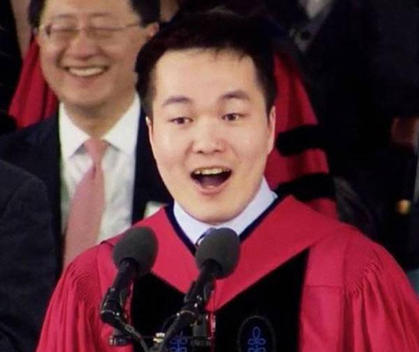 博彩公司:中国学生的演讲在哈佛做历史