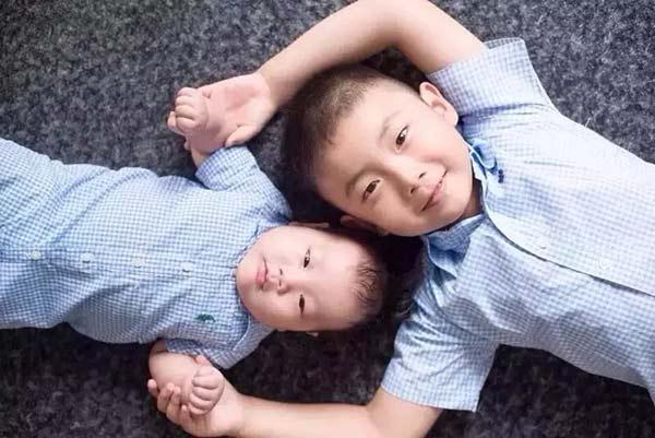 赌场:一个男孩和他的弟弟