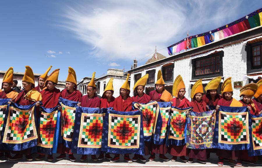 网上百家乐:第十一世班禅举行宗教活动,中国西南部的西藏