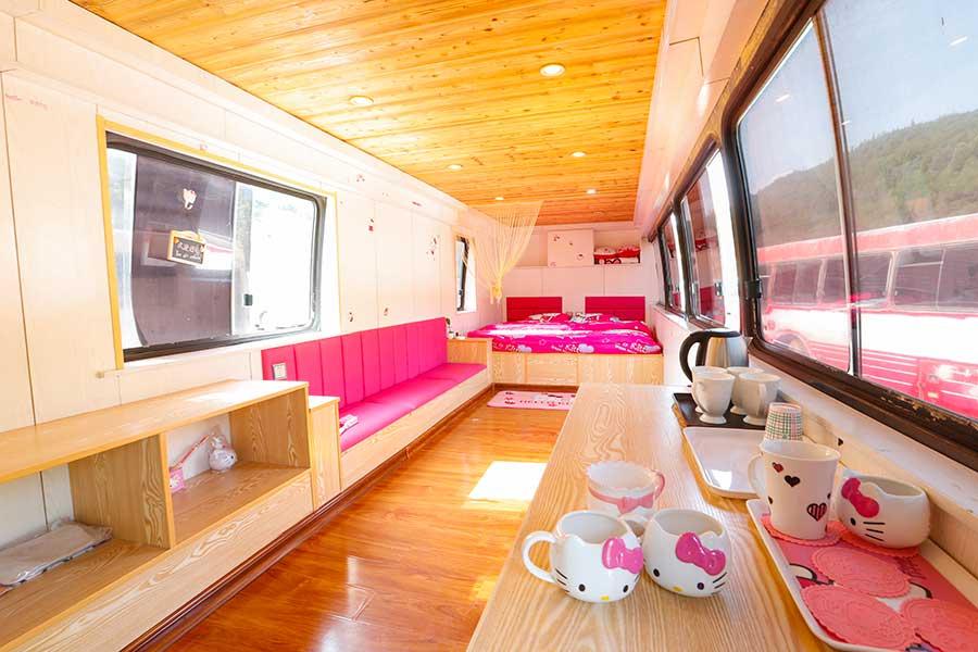 博彩公司:废弃的公共汽车变成时尚的生活空间
