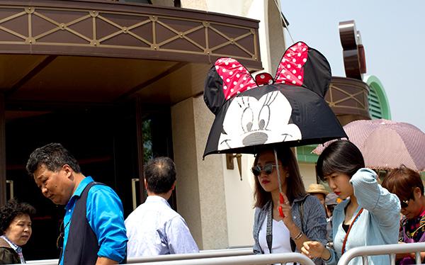 网上赌博:人群闪耀着迪斯尼乐园的欲望