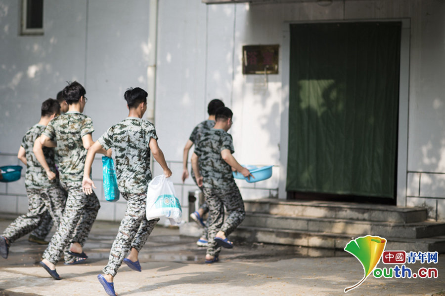 Chinese students receive military training[9]- Chinadaily com cn