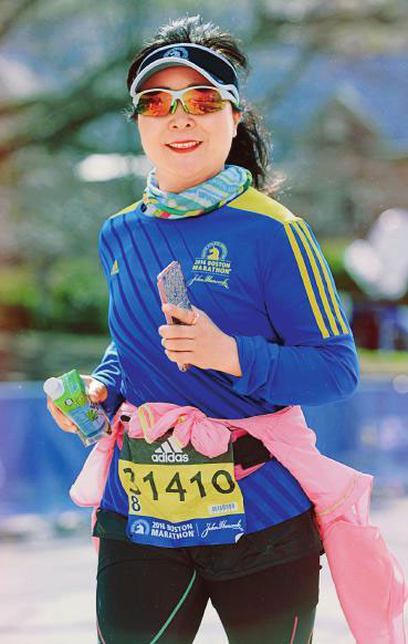 42-year-old Chinese woman runs six marathons in a year[1