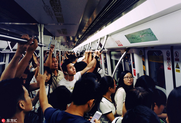 Controversy over business-class seats on Shenzhen subway
