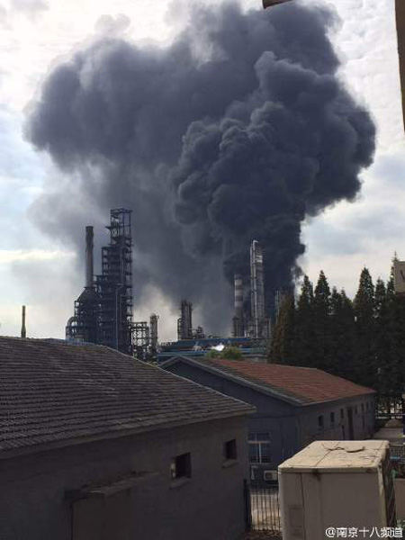 Blast hits East China oil refinery