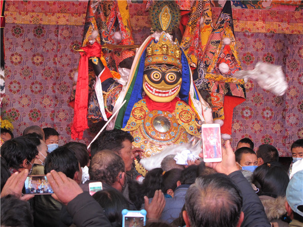 Lhasa celebrates festival of women's protector