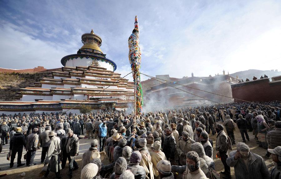 People pray for bumper harvest in Tibet