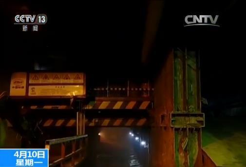 World's longest cross-sea bridge one step closer to completion