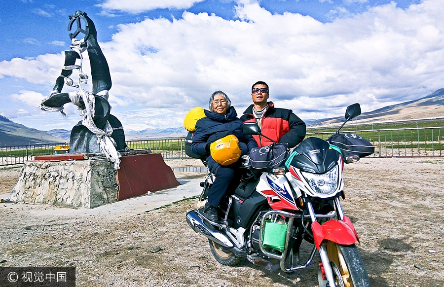 Man gives 84-year-old mother a motorcycle ride to Tibet