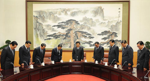 Chinese president pays silent tribute to quake victims