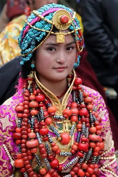 Kết quả hình ảnh cho tibetan women outfit