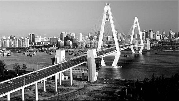 City looks to overseas capital