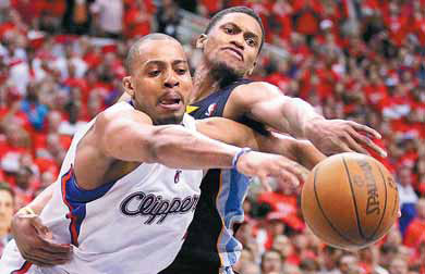 Los Angeles Clippers' Randy Foye (left) and Memphis Grizzlies' Rudy Gay ...