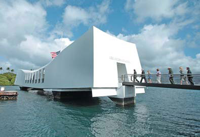Crowds gather at Pearl Harbor - Chinadaily.com.cn