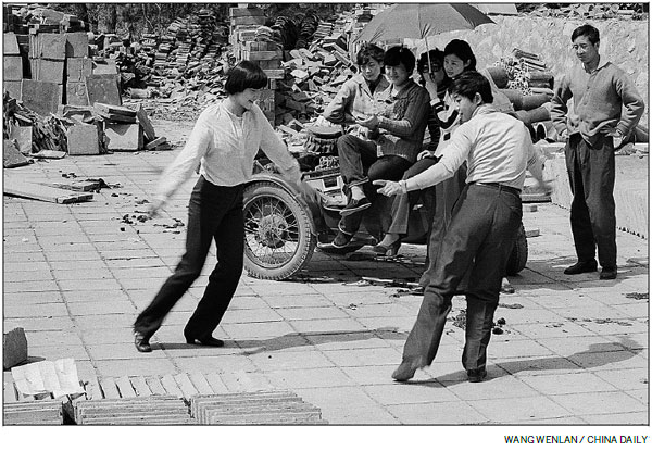 A moment in time: Showing their moves - China