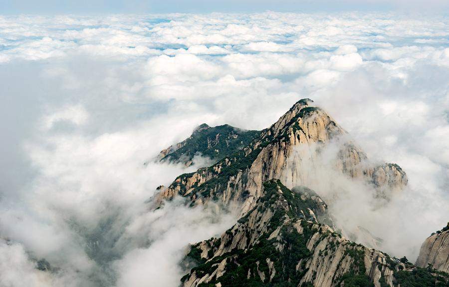 Mount Huashan in beautiful winter fog[1]