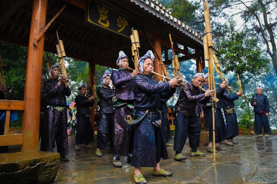 The last gunmen's tribe of Miao ethnic group in SW China[1]