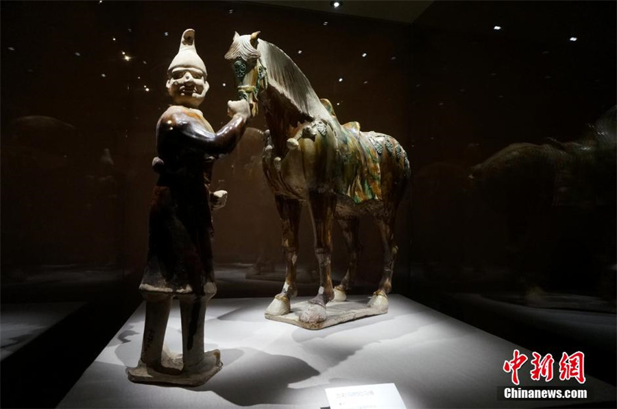 Tang Dynasty tri-colored glazed pottery exhibited in Henan[1]