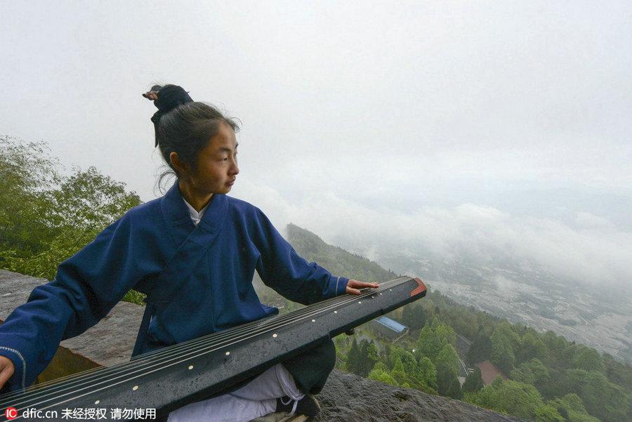 Post-90s female Taoist priest's unique life[1]
