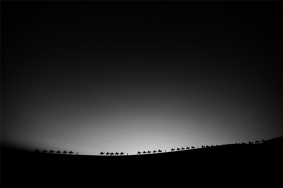 Photographer captures splendid scenery deep in the desert[1]