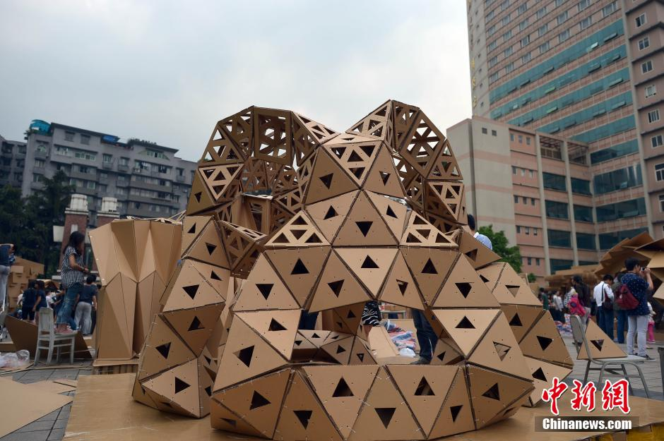 Cardboard houses built by students in Chongqing[1