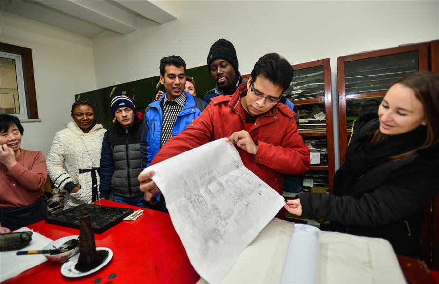MIT Students Savor Chinese Woodblock Art In Tianjin4
