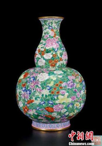 Qing Dynasty Vase Grabs High Price At Auction1 Chinadaily