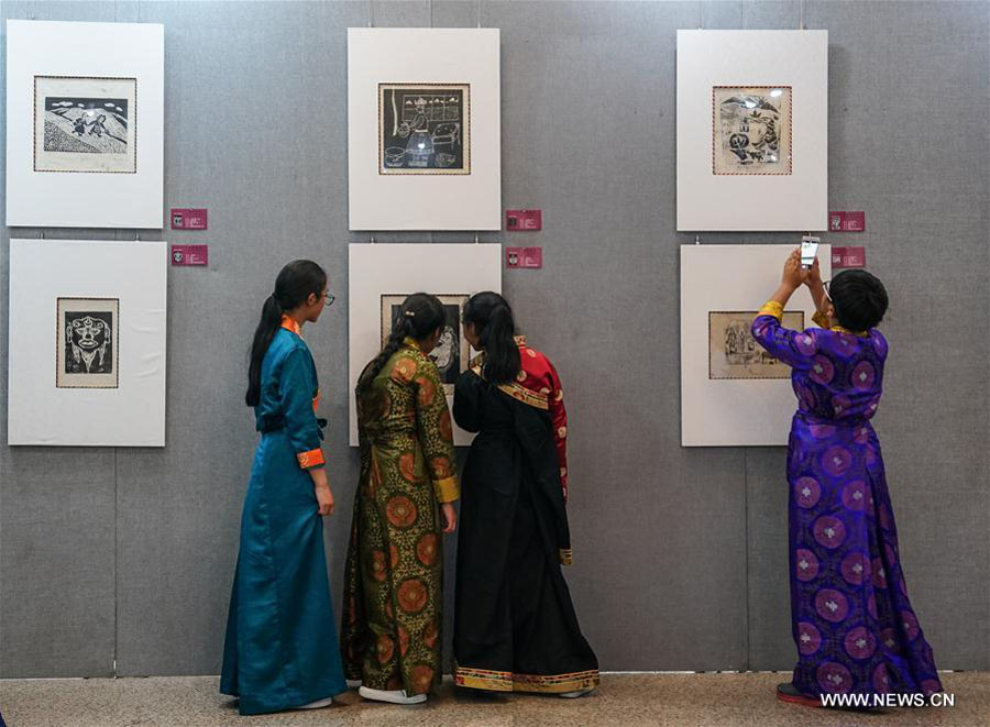 Artworks created by Tibetan students exhibited in Beijing
