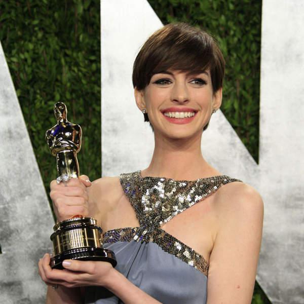 Anne Hathaway Oscar Award: Anne Hathaway To Present Oscar Award