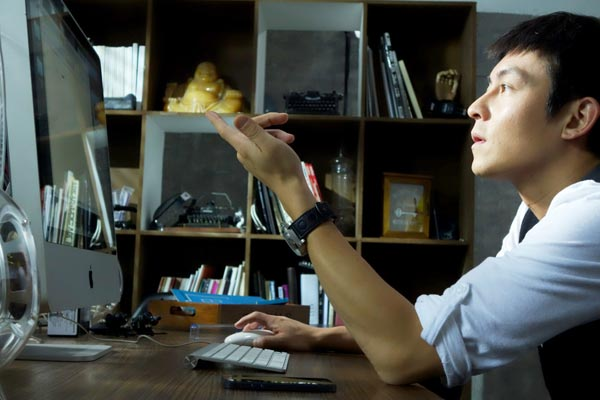 Online TV programs boom amid control concerns