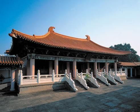 Confucius hometown offers free tours for Analects-chanting foreigners