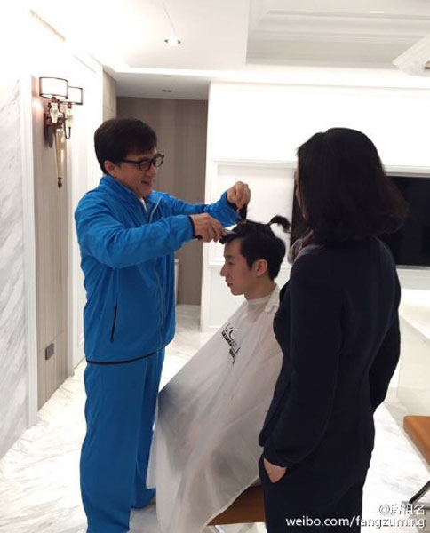 Jackie Chan Gives Son A New Haircut1 Chinadaily