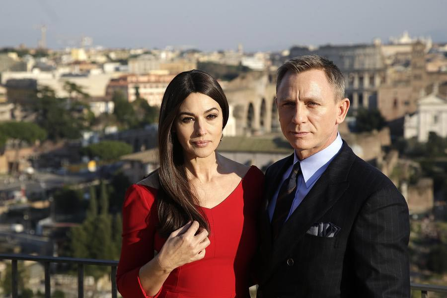 Cast members of new bond film pose in Rome[1]- Chinadaily com cn