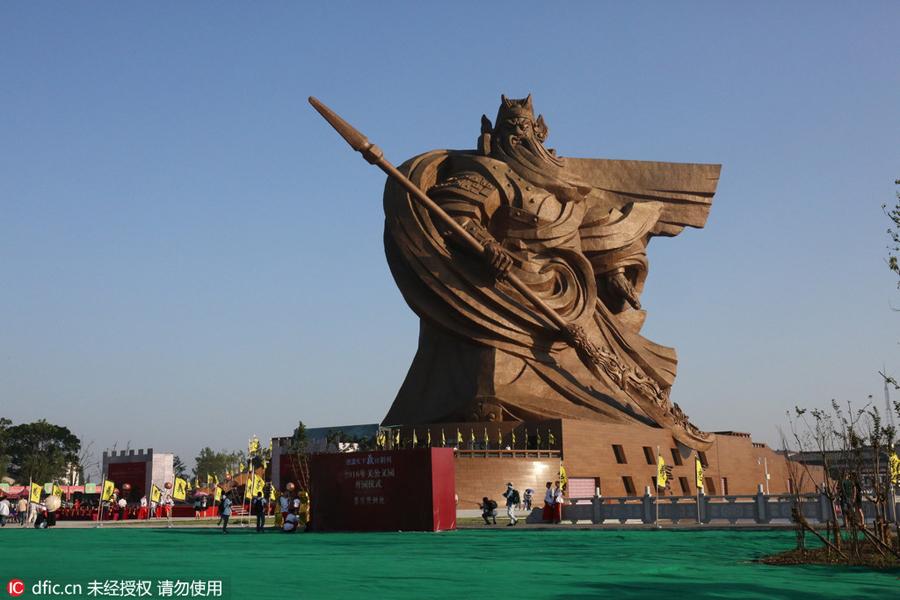 Giant Chinese general Guan Yu statue stands in Jingzhou[1 ...