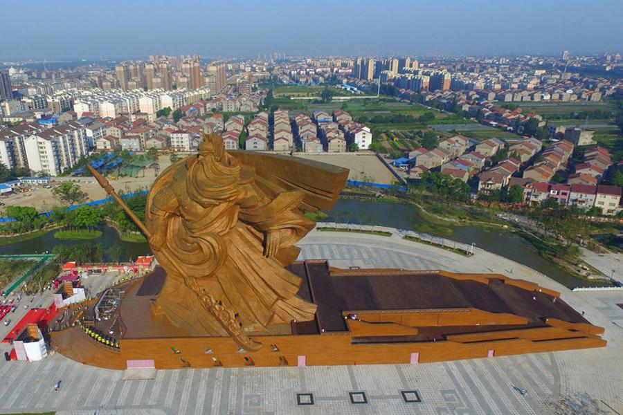 Giant Chinese general Guan Yu statue stands in Jingzhou[2 ...
