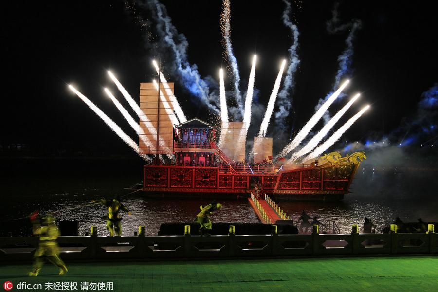 Giant Chinese general Guan Yu statue stands in Jingzhou[3 ...
