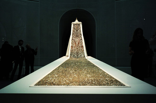 NY's Met extends hit fashion exhibition