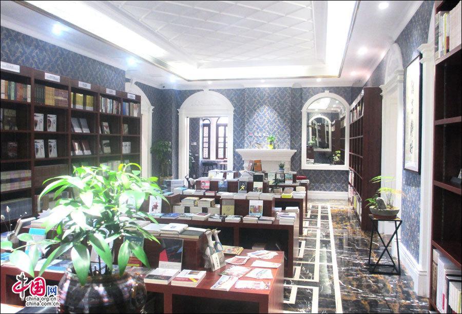 Cum Bookstore 30