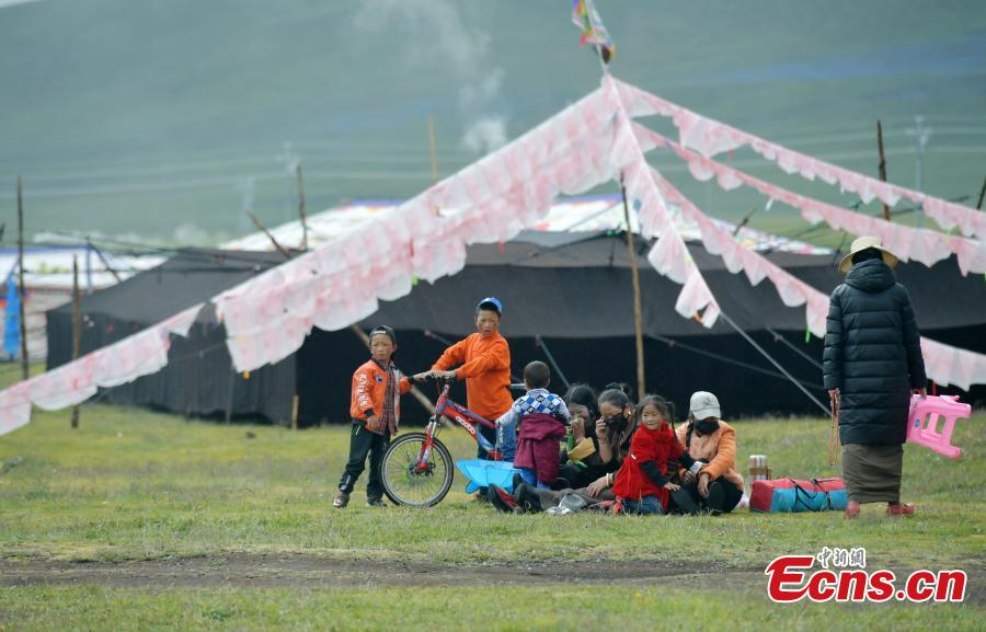 Tibetans celebrate tent festival on 4,500m-high grassland