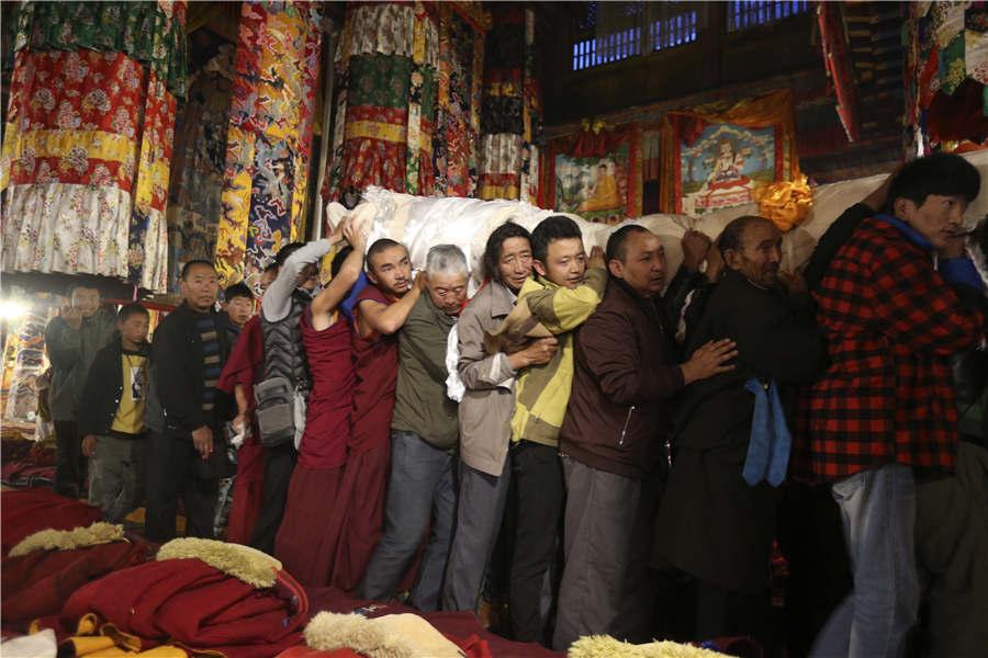 Lhasa celebrates Shoton Festival