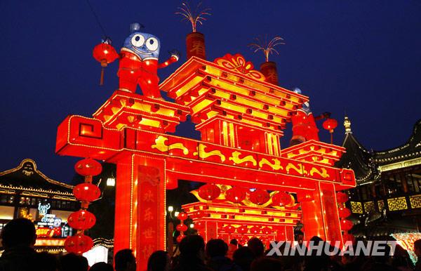 上海豫园灯会 吸引众多游客游玩
