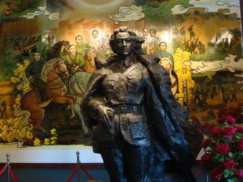 纪念馆内赵一曼烈士的塑像