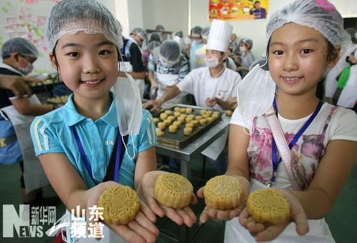济南小学生diy月饼迎中秋图片